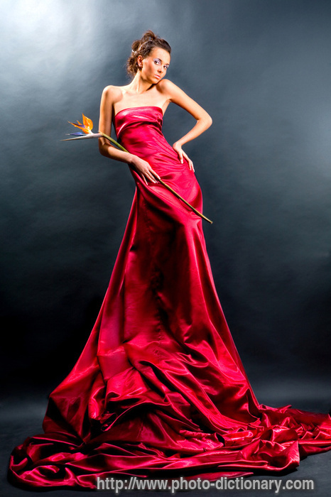 4 1 слово девушка в красном платье