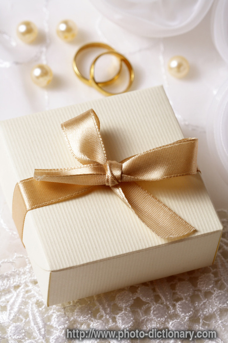Wedding Gift Ideas English : wedding gift - photo/picture definition - wedding gift word and phrase ...