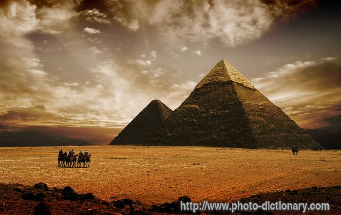 [تصویر: 1059pyramids.jpg]